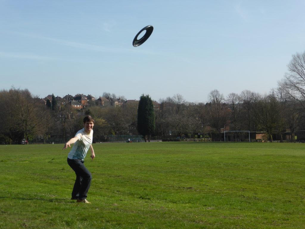 Perfect Park Date Idea Frisbee